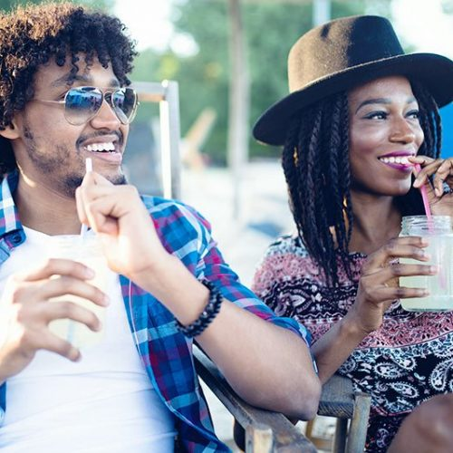 young-happy-black-couple-with-drinks-relaxing-on-7KCXHBR.jpg